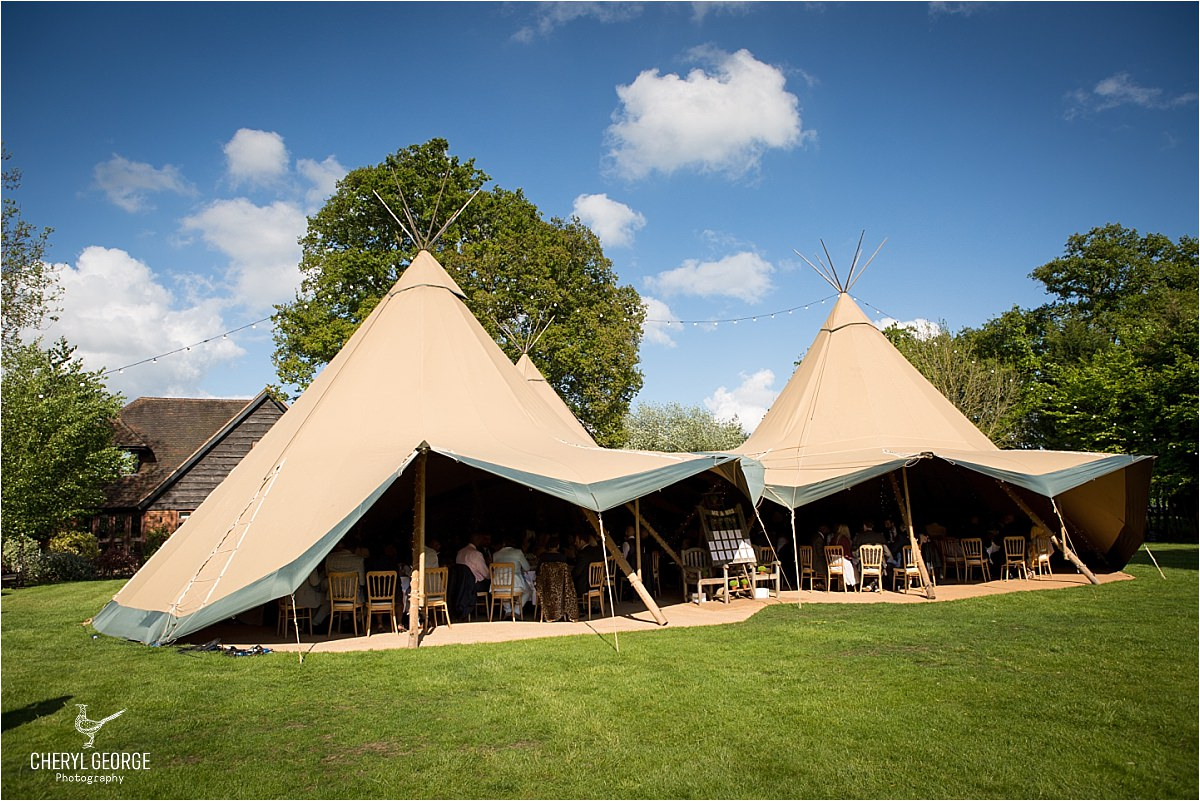 Simone & Darren's tipi wedding